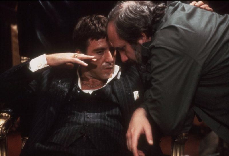 scarface-1983-007-al-pacino-brian-de-palma-talking-on-set