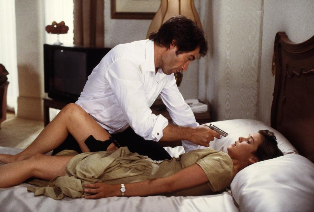 Licence to Kill bed